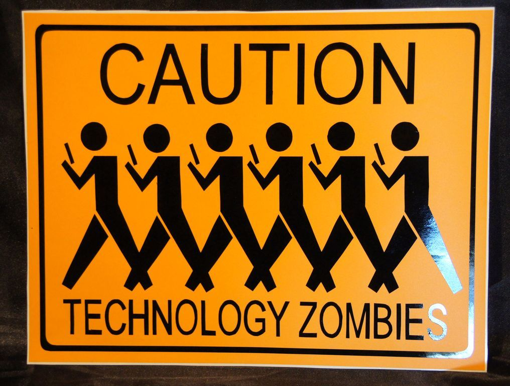 - Caution Techno Zombies [ 27x21 ] 4€